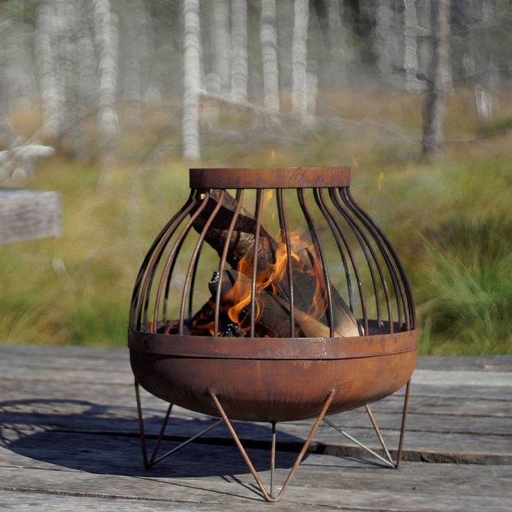 A high quality hand-finished solid steel fire pit.Its unique design features will complement many outdoor decors, both in winter and summer. The fire pit's surface is sanded to ensure natural rust to form over time. This product is very durable and will last long years. The top of this fire pit can be easily removed for cleaning.SteelBowl's diameter 45 cm Fire pit's height 49 cm Weight 12 kg