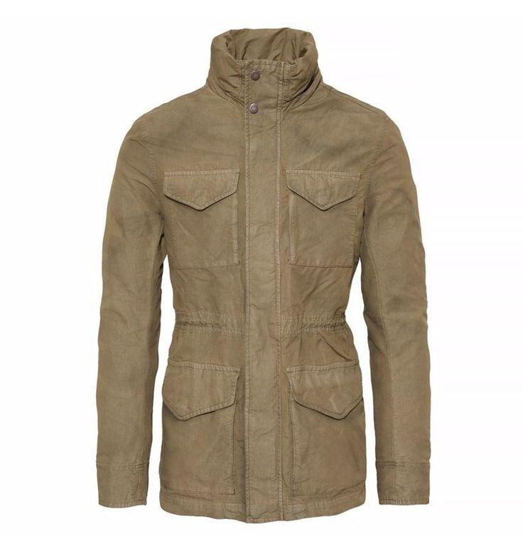 Réf : A1JGV  Réinterprétez le look militaire à votre manière avec la veste Timberland Garment Dye M65 pour homme. Pièce emblématique du vestiaire masculin depuis sa création au milieu des années 60 (d'où son nom M65), cette veste conçue au départ pour équiper les militaires a ensuite séduit le monde de la mode qui en a fait l'un de ses must-have. Icône de la mode masculine, invitation à la rêverie et à l'aventure : la veste Timberland M65 est faite pour ceux qui aiment les grands espaces.