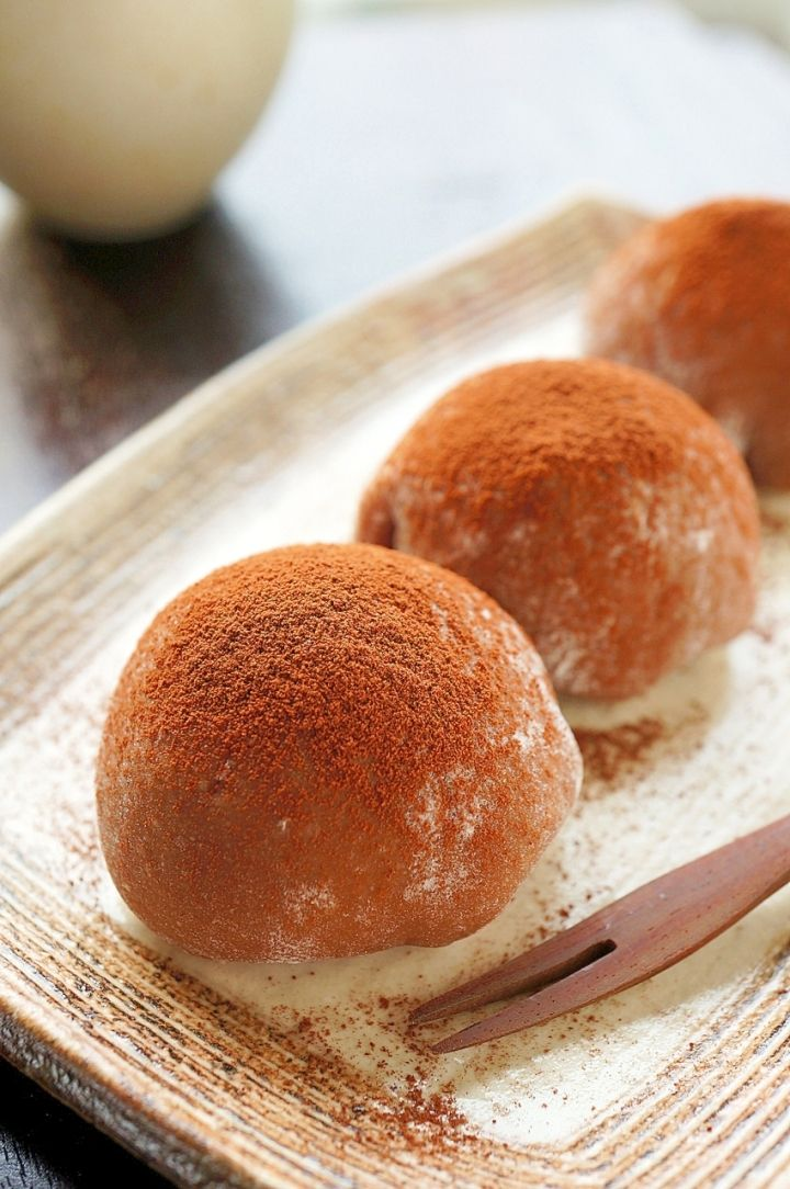 Chocolate DAIFUKU (Soft Mochi Rice Cake with Fresh Cream and Chocolate):Easy recipe with food processor. provided by OYSHEE - easy recipes -