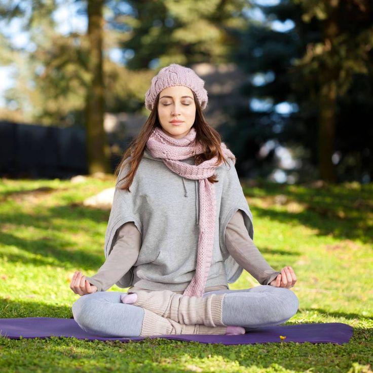"""Gegen Schnupfen - die effektivsten Yoga-Übungen - """"Schlechtes Wetter kann Ihnen nichts mehr anhaben: Mit diesen Yoga-Übungen gegen Schnupfen kommen Sie gesund durch Herbst und Winter."""""""