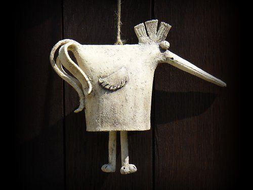 pták zvonivec by menolly (keramický pták ze světlé šamotové hlíny na zavěšení jako zvonkohra, výška 25 cm)