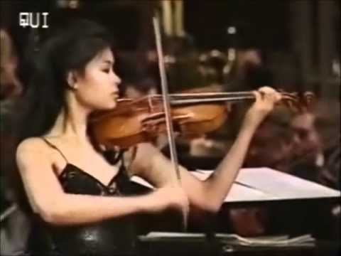 Vanessa Mae - Toccata & Fugue..I so love this!!! one of my favourites on her…