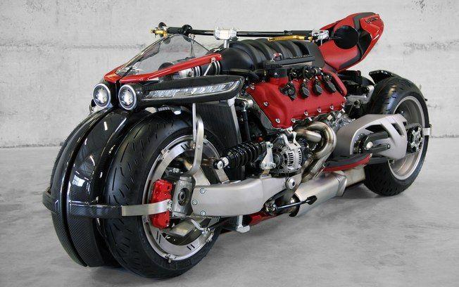 Lazareth LM 847 - Cada uma das duas rodas dianteiras possui seu braço de suspensão, amortecedores de mola horizontais e freios a disco independente