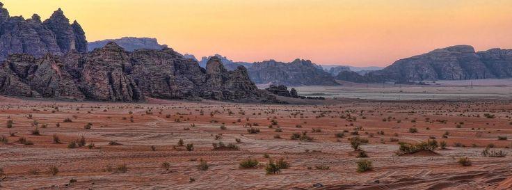 Goza de los paisajes  de Wadi Rum durante su Tour Egipto y Jordania http://www.ibisegypttours.com/es/viajes-a-egipto/viajes-a-egipto-y-jordania con Ibis Egypt Tours