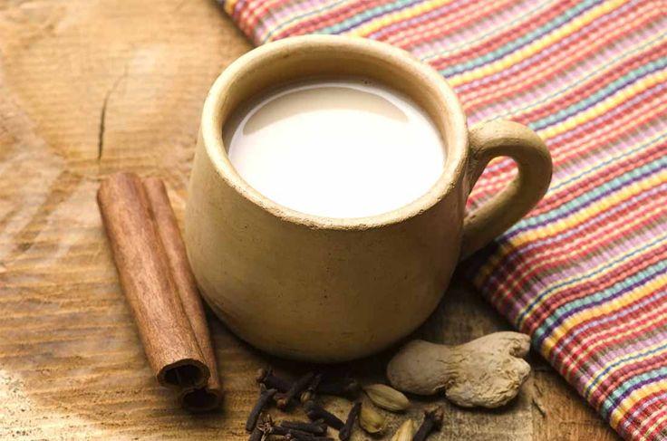 Disfruta un rico atole de pinole. ¿Sabías que…? El pinole es preparado con harina de maíz, azúcar y canela.