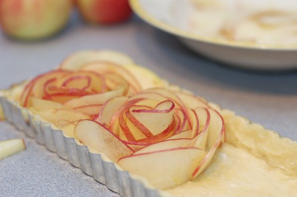An entirely different method for creating flowers out of apple slices from the one I experimented with last week. Looks even more impressive!!
