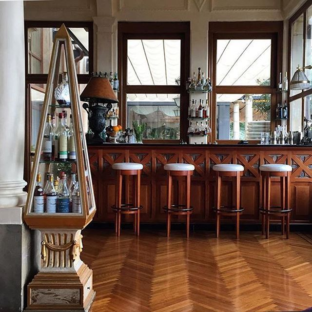 Beautiful Liberty-style details at the bar, captured by @hmontanarini…