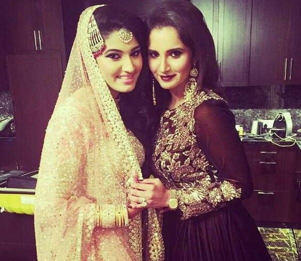 Tennis ace player Sania Mirza seems to be in a festive mood from some days after it got finalised that her younger sister Anam Mirza is getting engaged. Anam Mirza got engaged in Hyderabad with Hyderabad-based advertising professional, Akbar Rasheed.