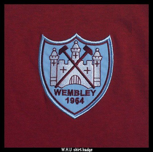 The 1964 crest - this crest was used in the 1964 FA. Cup final as West Ham ran out 3-2 winners against Preston North End where the like of Geoff Hurt, John Sissons and Ronnie Boyce were on the scoresheet.