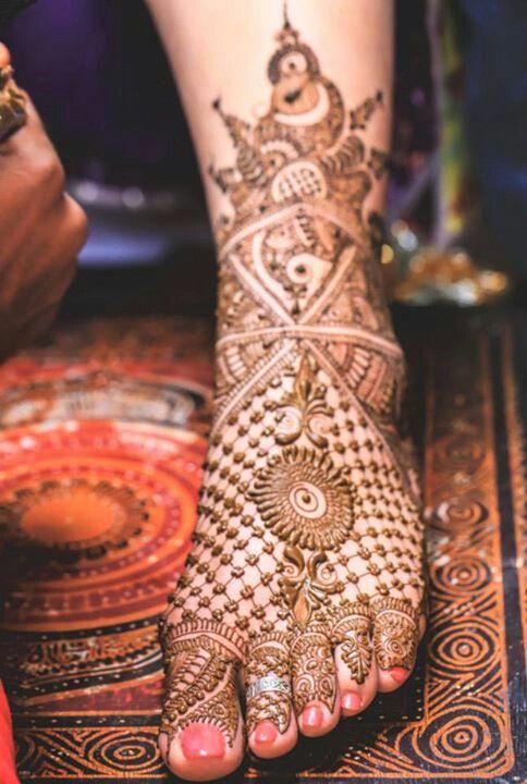 Bridal leg mehndi or henna design