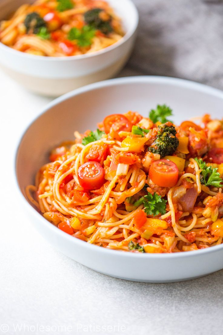 Gluten free and vegan spaghetti bowl! Loaded with fresh vegetables and spicy pasta sauce. Packed full of flavour, gluten free pasta has never tasted so incredible!