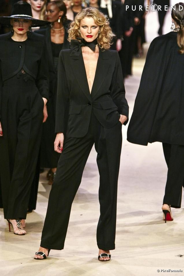 Yves Saint Laurent : Le Smoking tuxedo worn by Eva Herzigova at the YSL 2002 finale retrospective.