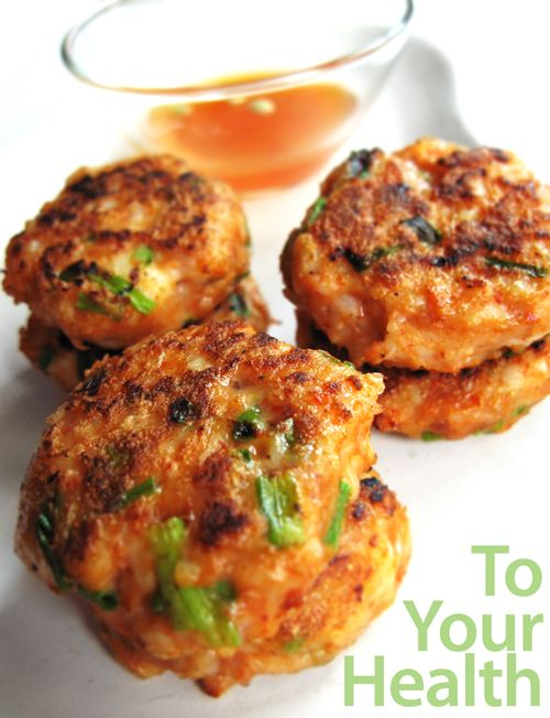 Spicy prawn cakes. Delicious, substantial and healthy in every way. Win-win-win! Approx 140 cals for 3 cakes.