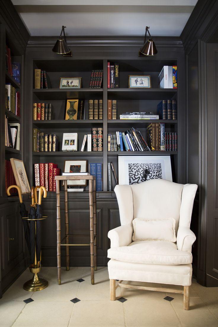 Stunning built in bookshelves