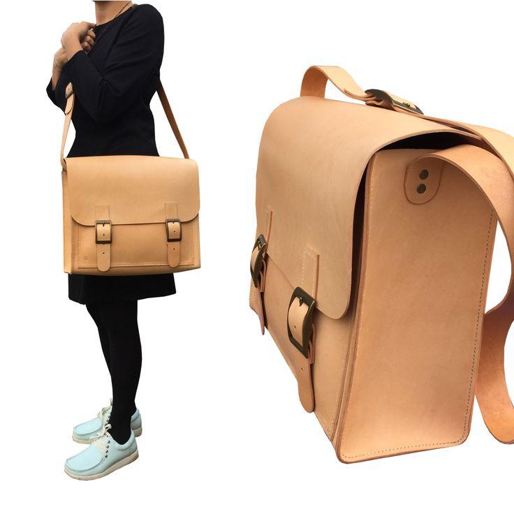 Style: Messenger bag. Handcrafted fullgrain leatherbag.