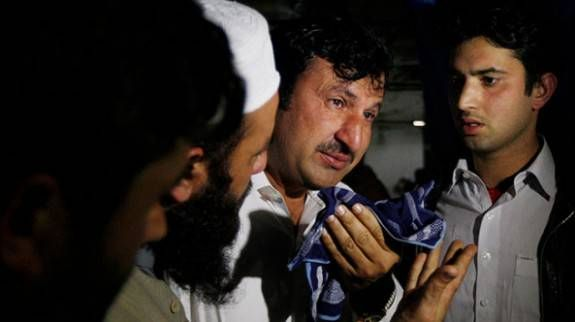 """Lawyer for """"Bin Laden Doctor"""" Is Assassinated in Pakistan (Video) The lawyer for imprisoned Osama bin Laden Dr. Shakil Afridi was shot dead by gunmen in the north-western town of Peshawar. At least..."""