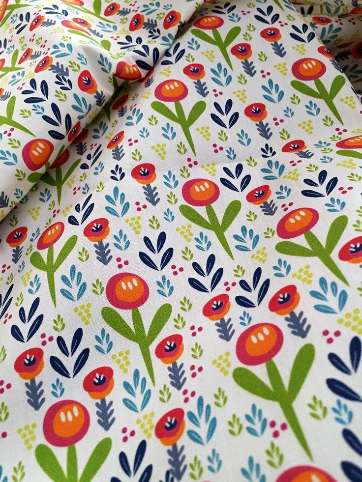 Wild flower white - surface pattern design by Julie Harrison http://www.patternplaystudio.com/surfacepattern/4rqo3ef1hjupantrubft134fa8aidb