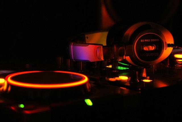 My DJ Gear. CD-Players Pioneer CDJ-400, Mixer Pioneer DJM 400 & Headphones Stanton DJ Pro 2000.     Tips on music, recordings, recording software, djs, dj software.  Learn more on http://www.step4recordings.com