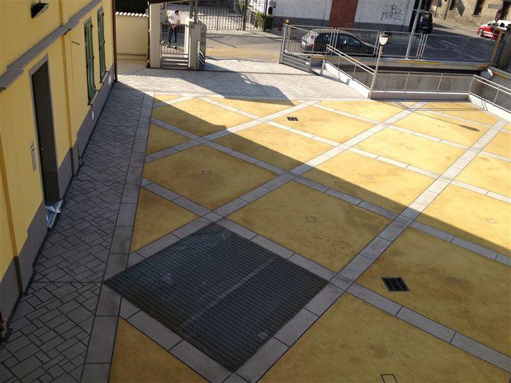 Dettaglio di greche e personalizzazione di pavimento industriale antisdrucciolo