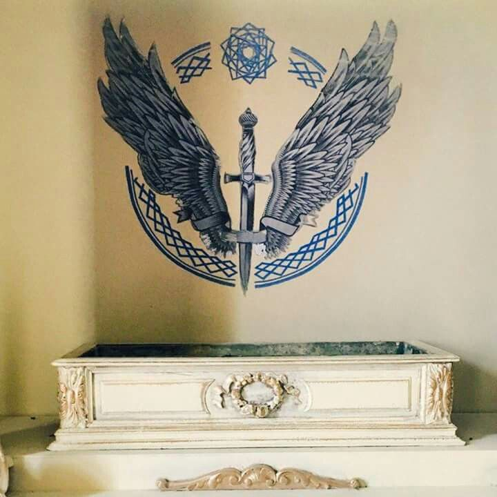 """angelus ; this is the house of solis angelus, the white nite. they are the """"saints"""", but not as innocent as they put off. they believe in rules and structure."""