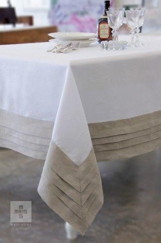 Toalha de mesa branca com barrado bege em linho. White and beige linen tablecloth.