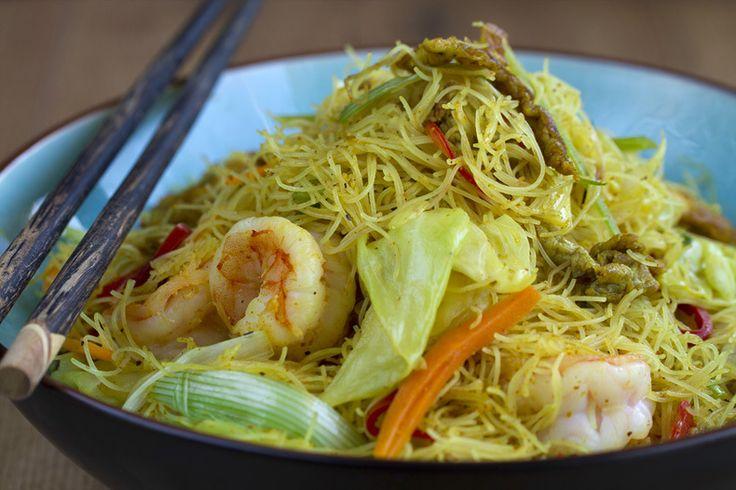 Vídeo-receta: Fideos de arroz fritos con curry | Cocino Thai