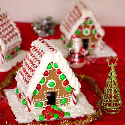 Green Gourmet Giraffe: Small gingerbread houses with vegan royal icing (aquafaba)