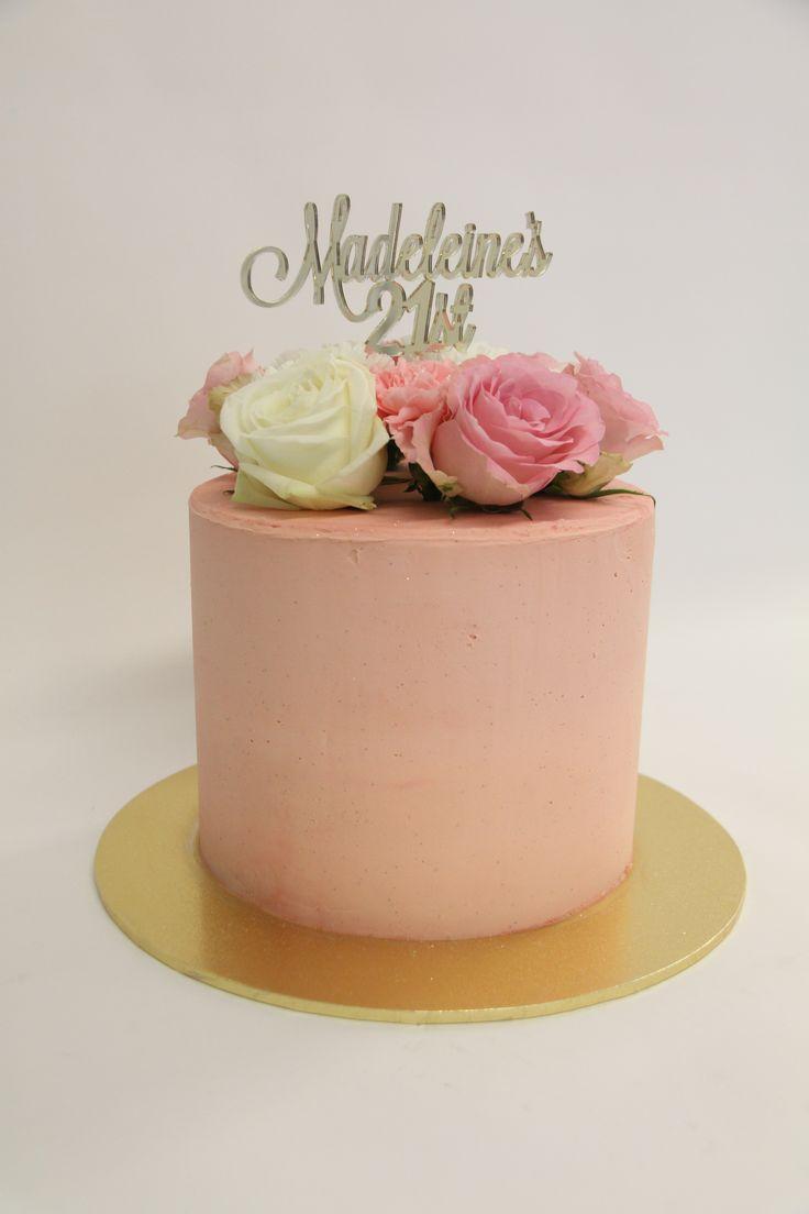 #floralcake #roses #birthdaycake #cake #vanillapod #vanillapodspecilatycakes #brisbanecakes #weddingcake #brisbaneweddingcakes #brisbanecafe #noveltycakesbrisbane