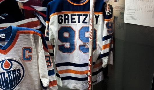 Wayne Gretzky Rookie Stick and Edmonton Oilers Jersey | NHL | Hockey