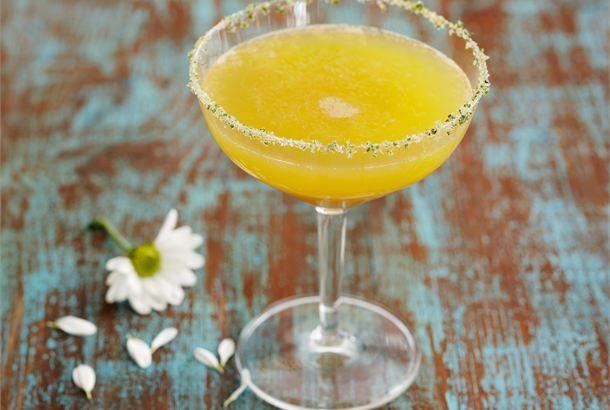 Tropiikin tuoksu  ✦  Ruokahalua herättelevä booli aikuiseen makuun tarjoillaan tervetuliaismaljana. http://www.valio.fi/reseptit/tropiikin-tuoksu-alkoholiton-booli/