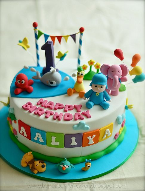 adorable pocoyo cake via bundanadine flickr: http://www.flickr.com/photos/bundanadine/