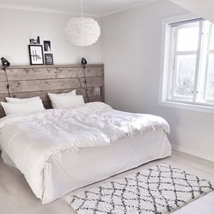 Mooie lichte kleuren this #bedroom - #slaapkamer - www.vanmariel.nl