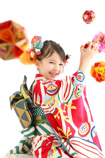 "七五三 (Shichi-Go-San)  ☆Literally  ""Seven-Five-Three"", is a traditional rite of passage and festival day in Japan for three & seven-year-old girls, and five-year-old boys, held annually in Nov. to celebrate the growth and well-being of young children."