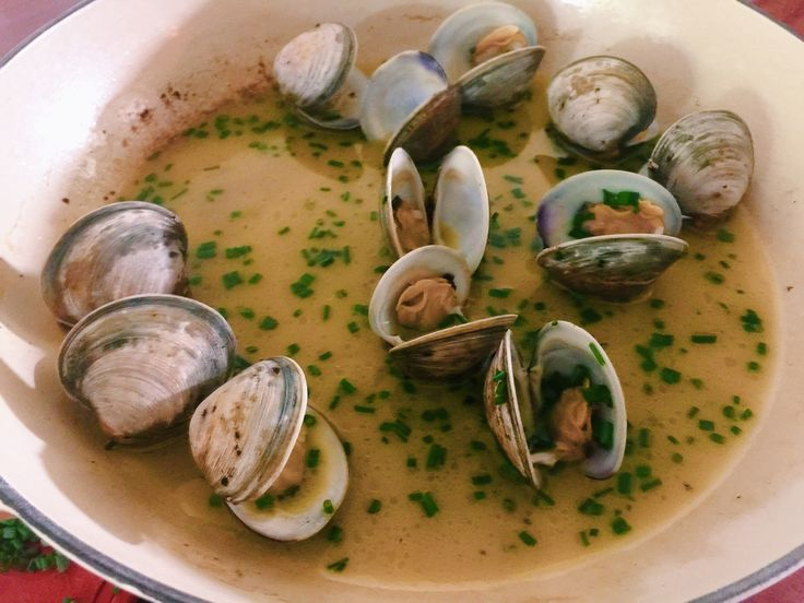 Clams in butter wine sauce