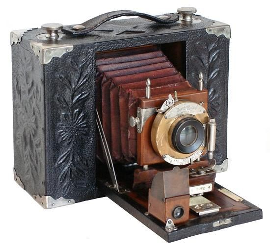 Antique Camera: Korona Special Presentation, 1903 (only known example). The wonderful floral reliefs are achieved by pressing paper-thin leather into an unusually thick, carved wood body.