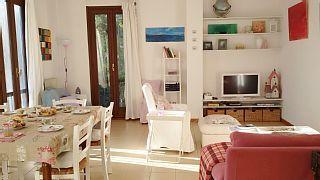 Ferienwohnung+Gardasee+Desenzano+-+Geräumiges+sonniges+Apartment+mit+Seeblick+++Ferienhaus in Desenzano del Garda von @homeaway! #vacation #rental #travel #homeaway
