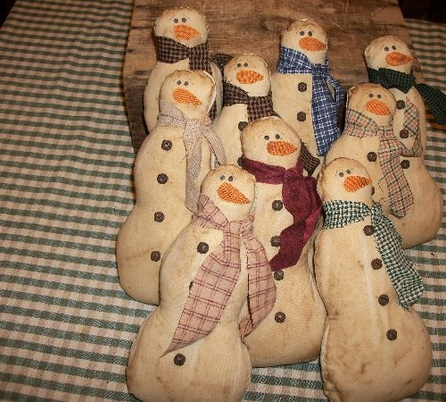 I made these primitive snowmen out of muslin, coffee stained, felt nose, painted face, rusty bells, homespun scarf.