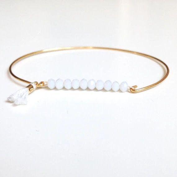 Découvrez Bracelet jonc plaqué or petites pierres blanches  sur alittleMarket