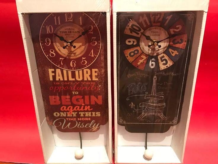 reloj de madera con perchero vintage paris