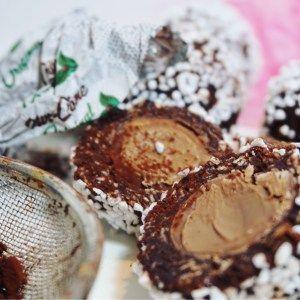 Chokladbollar med nötcremesfyllning