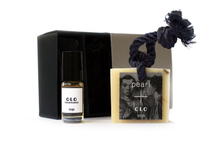 Pearl+ Olo Fragrance Limited Edition Box set is now available at Pearlplus.net! Toji, by Olo Fragrance, is based on the baths popular in Japan during winter solstice. A bright citrus similar to grapefruit, yuzu is floated in steaming hot tubs of water. Hiba and hinoki wood from the bath mats bring forth the wet warmth of cedar.