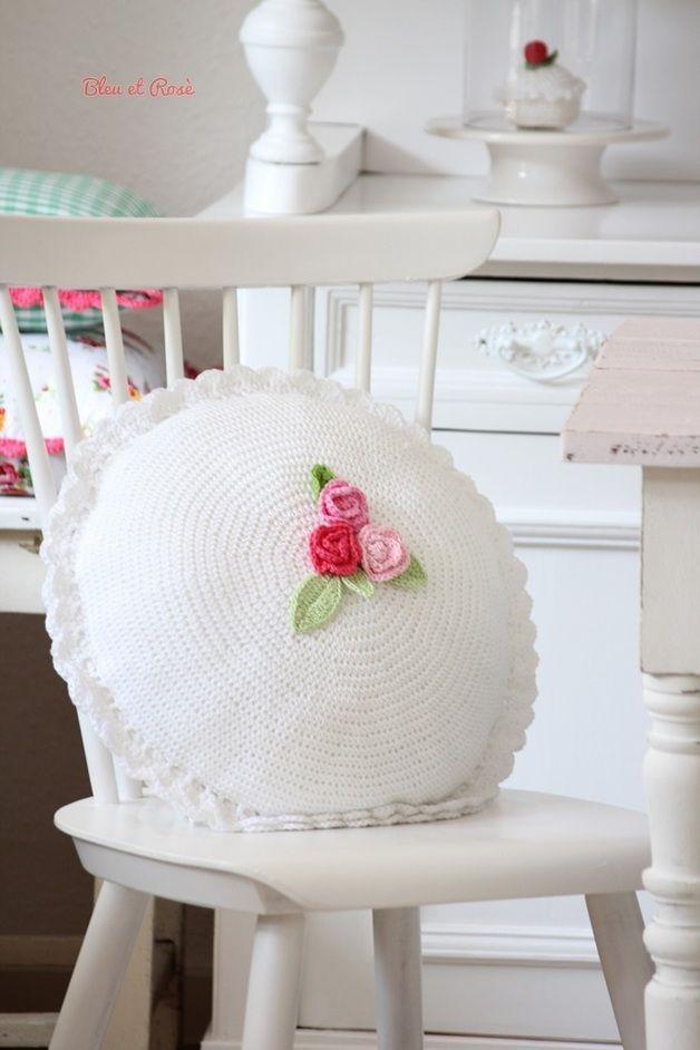 Kissen - Blumenkissen - ein Designerstück von bleuetrose bei DaWanda