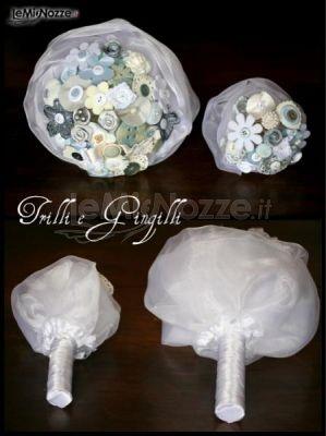 http://www.lemienozze.it/operatori-matrimonio/scarpe_e_accessori/accessori-matrimonio-roma/media/foto/20 Bouquet sposa piccoli realizzati con delicati bottoni