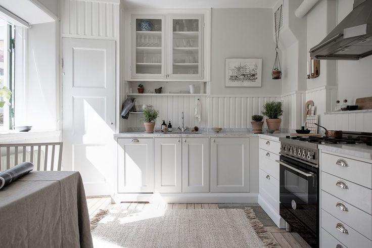 Kök och vardagsrum ligger i en öppen och social planlösning. Strandridaregatan 5 A - Bjurfors