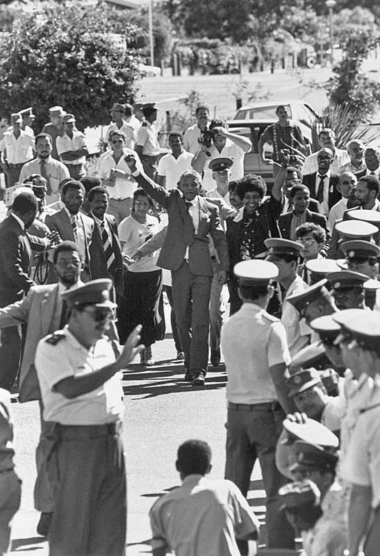 the end of apartheid in south The collapse of the soviet union helped topple apartheid—south africa's rigidly  enforced laws of racial segregation—by removing the global.