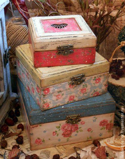 Linda caixas com decoração decoupage