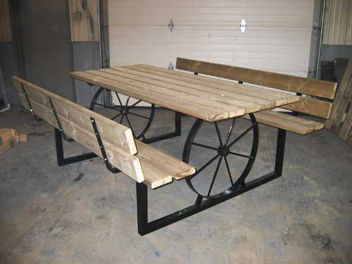 wagon+wheel+table | Picnic table – Sit and relax at this rustic wagon wheel table! No ...