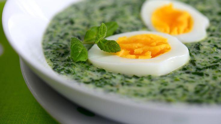 Valmistusainekset: 4 keitettyä kananmunaa 80 g voita 1 dl vehnäjauhoja 1 l täysmaitoa 450 g pakastepinaattia suolaa ripaus sokeria ripaus muskottipähkinää Valmi