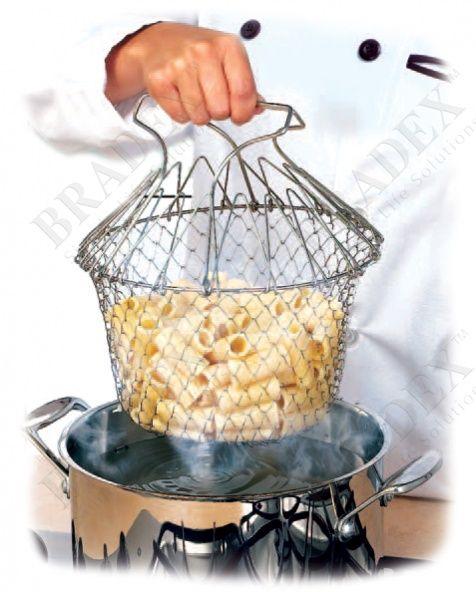 Решетка для приготовления пищи «Шеф Баскет» АРТИКУЛ: TK 0143 Вы устали от кухни, переполненной разной громоздкой посудой? Вы считаете классический дуршлаг неудобным и устаревшим? Тогда спешим представить вашему вниманию складную решетку для приготовления пищи. Это совершенно удивительное устройство со множеством функций заменит собой пароварку, жаровню, дуршлаг и прочую кухонную утварь значительного размера. Функциональность и польза этого, казалось бы, нехитрого устройства действительно…