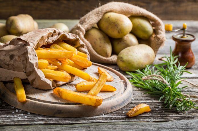 Οι τηγανητές πατάτες ταιριάζουν με όλα: ψητά, στο φούρνο, ψάρια, θαλασσινά. Μάθετε πώς να τις κάνετε τέλειες, όπως η γιαγιά!